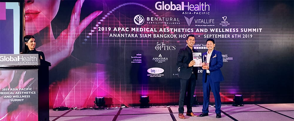 Dr Chen Tai Ho received the award on Premier Clinic